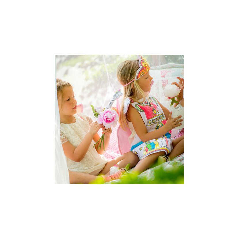447f3d5de8ac Pro všechny malé slečny jsou určeny princeznovské šaty k vymalování. Děti  si mohou princeznovské šaty vymalovat přiloženými fixami.